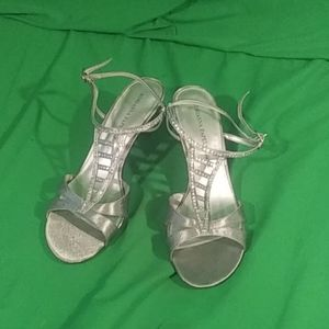Adrianna papell boutique 9M silver strappy heels